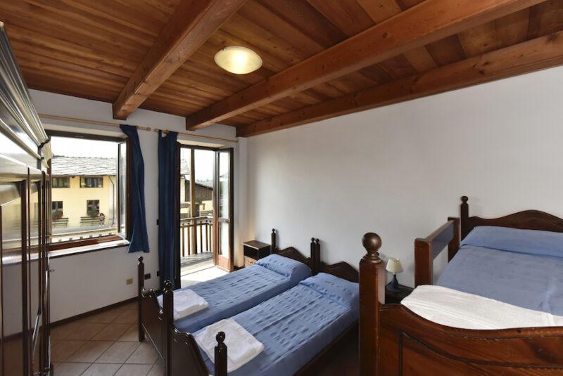 interno stanza con quattro letti
