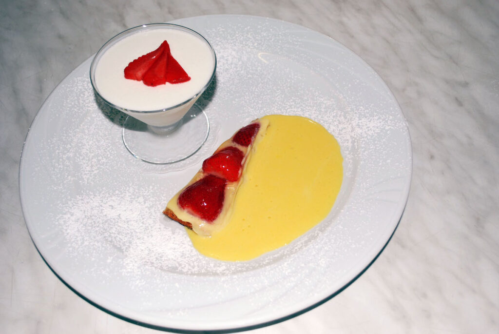 Torta di fragole e crema al cucchiaio